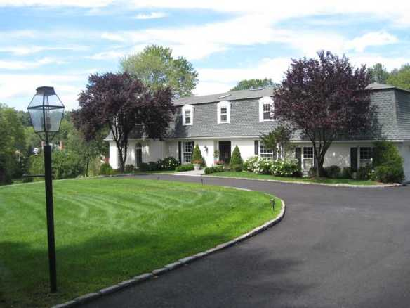 """5 Lindsay Drive, $3.895M. The last sale on the street was $8M in March. Gideon says """"Buy""""."""
