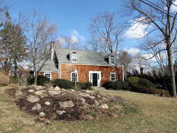 82 Winthrop Drive sells for $1.675M, that's $180,000 more than Dec. 2011.