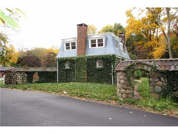 85 Indian Head Road, no one wanted in 2012, sells for asking price of $3.195M last week.