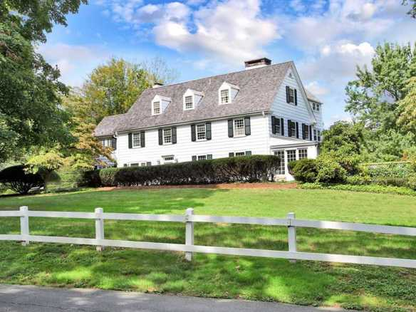8 Cross Road, Darien, CT $3.995M, now has executed contracts.