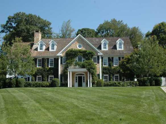 33 Highland Farm Road, asked $6.5M, got $6.1M. Sold for $6.9M back in 2005. List: John Horton Sell: Doris Sisley