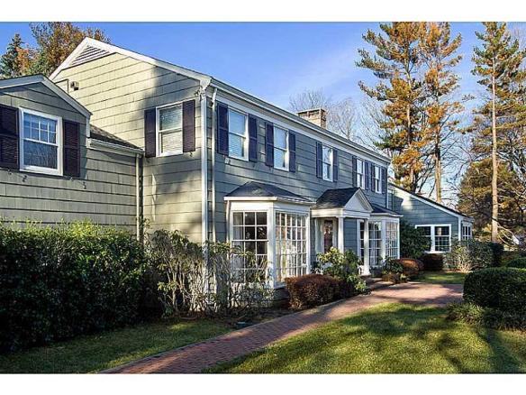 135 Field Point Circle: a perfectly nice 50's colonial, but its time has come...