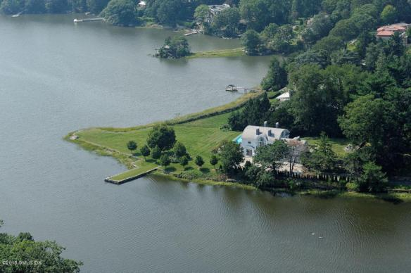 Absolutely beautiful house, right on the water! For ten years, no one has wanted it (could it be the price?)