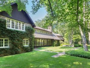 24 Lower Cross Road, closed December, 2015 for $5,250,000.