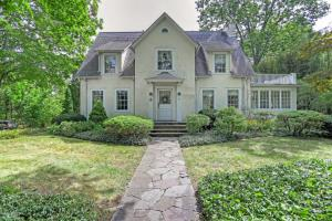76 Shore Road (tear-down), asks $2.295M, closes today at $2.502M, bidding war!