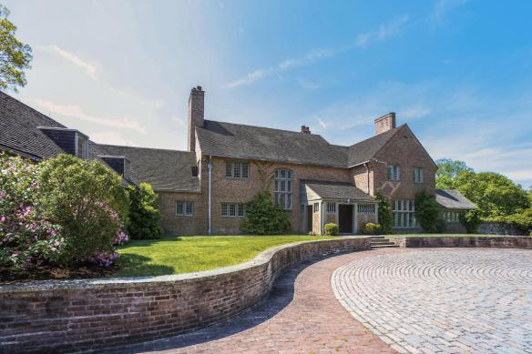 73 Sterling Road, asked (eventually) $2.750M, got $3.2M....last-minute bidding war!