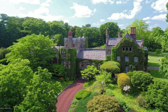 """17 Hemlock Drive, central (""""in-town"""") Greenwich, last ask $6.995M, now has deal."""